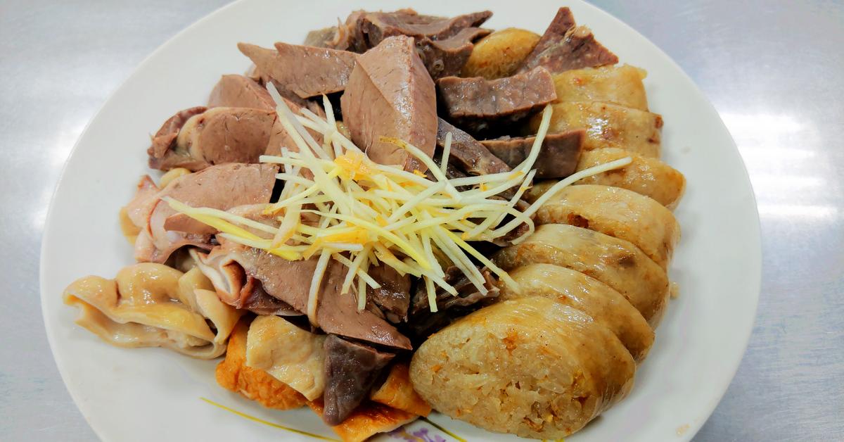 基隆美食|一甲子正宗老店!孝三路大腸圈x各式豬內臟切盤,還有我的最愛~炭烤吉古拉