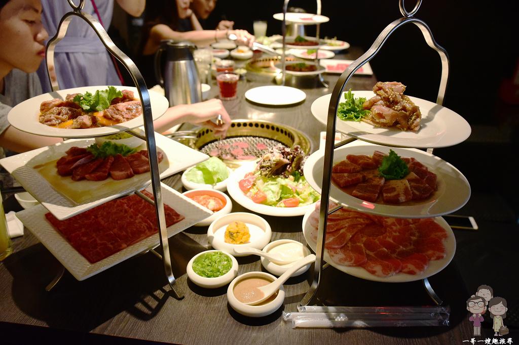 台中必吃燒肉餐廳|超人氣x超推薦x屋馬燒肉 園邸店,菜色豐富的三人套餐,滿滿一桌真美味