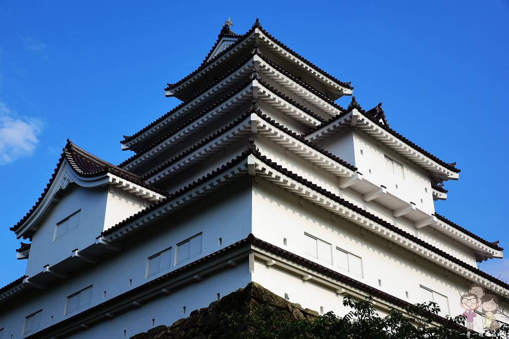 福島景點|福島賞櫻必訪的百大名城之會津若松城(鶴之城),藍天白城真正好風光