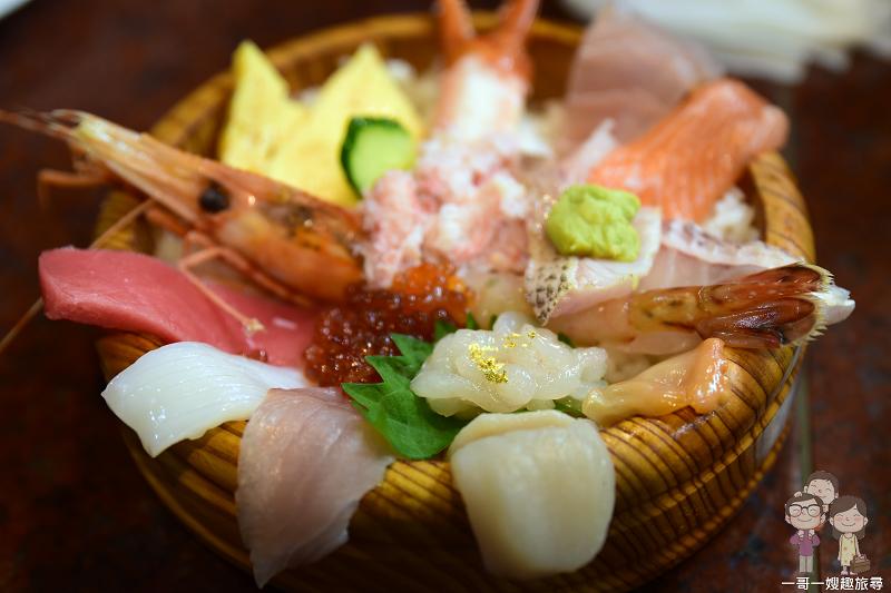 金澤排隊美食|撒上金箔的海鮮丼,市場裡的鮮美味~近江町市場寿し