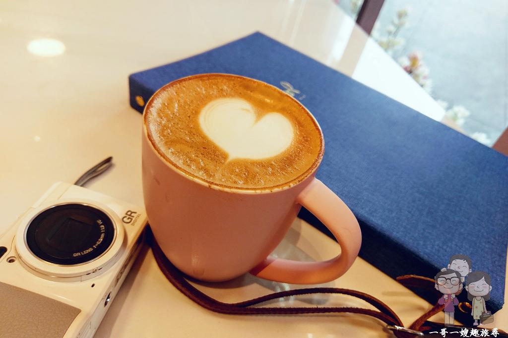 台北喝咖啡|Petit Doux.微兜台北京站店,粉色系餐酒館,閨蜜們午茶好地方,療癒系鬆餅~瓦帕超美味